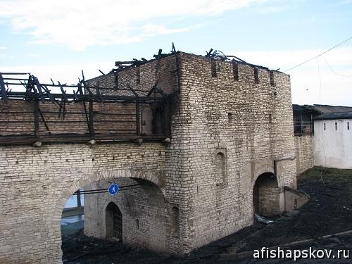 Башни сгорели псков