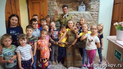 Чем занять ребенка в Пскове